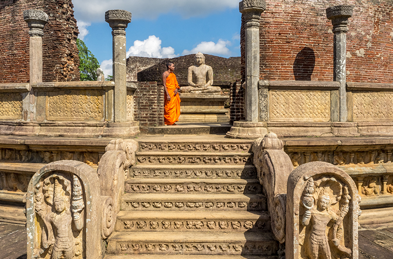 walk-or-cycle-through-the-historical-ancient-city-of-polonnaruwa